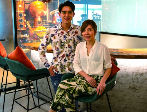 二人同心邀月對飲  — 阮澔(2010/工商管理)、張曉明(2012/酒店及旅遊管理)